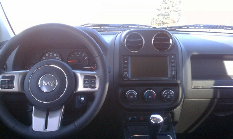 2011 Jeep Compass High Resolution Interior - image 395302