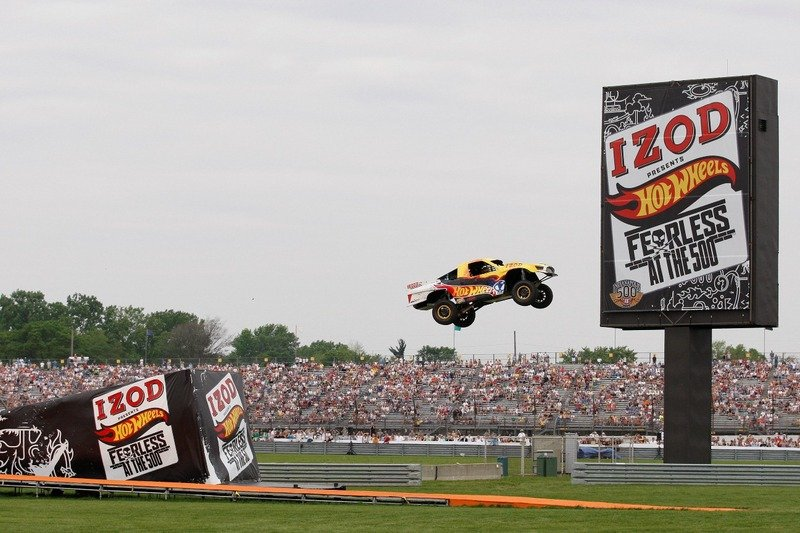 Tanner Foust breaks world record for longest four-wheeled vehicle jump