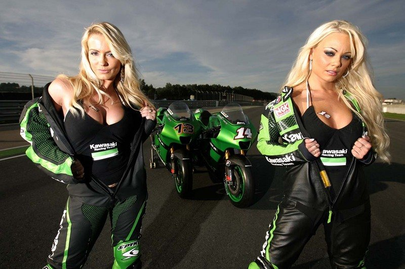 Kawasaki Ninja and the girls