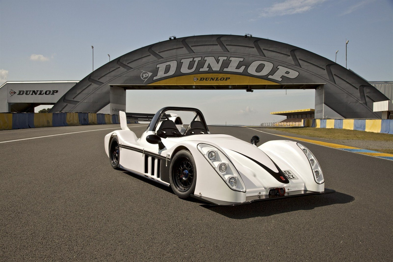 http://pictures.topspeed.com/IMG/crop/201109/2011-radical-sr3-sl-8_1600x0w.jpg