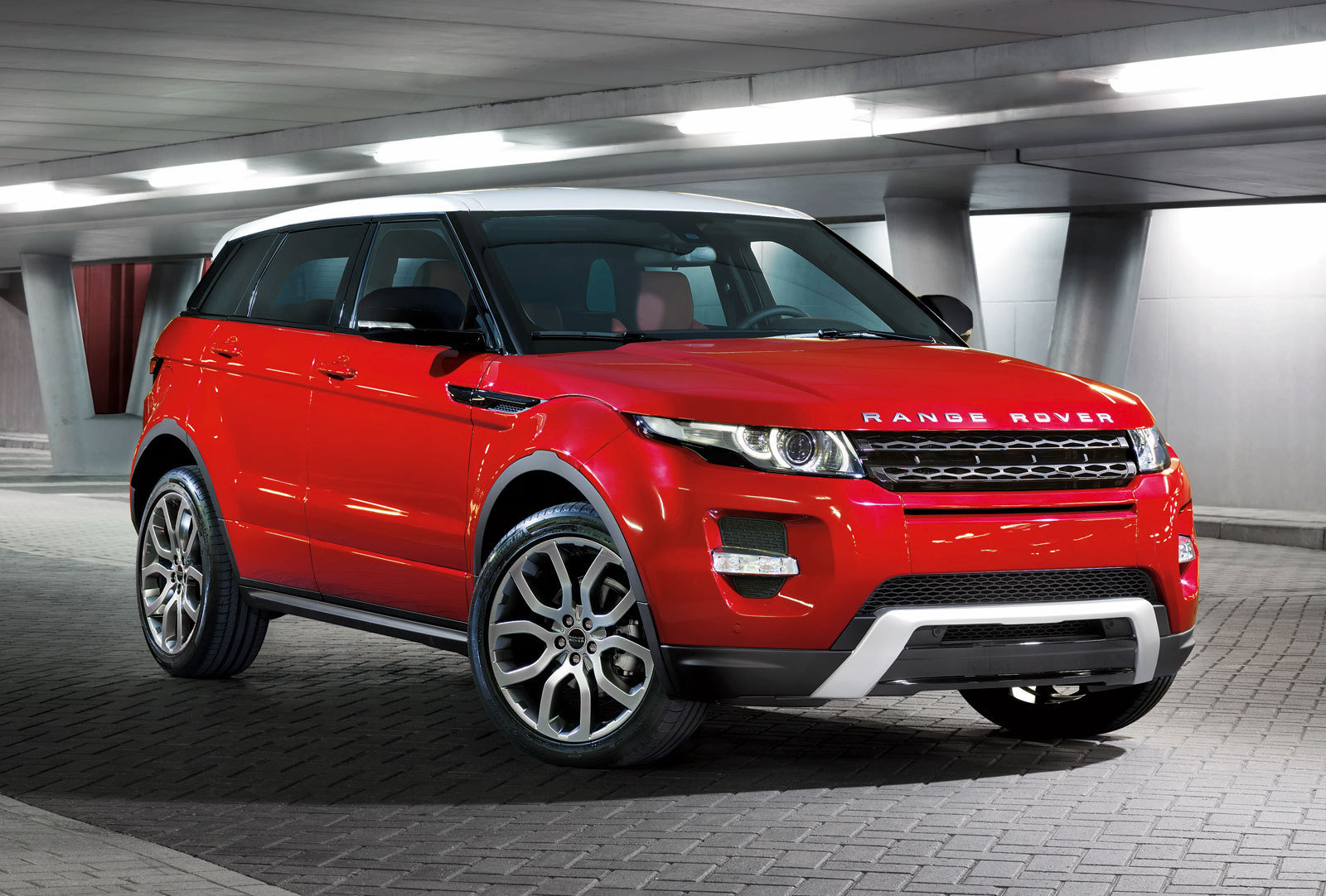 land rover plans a hot version of the evoque picture. Black Bedroom Furniture Sets. Home Design Ideas