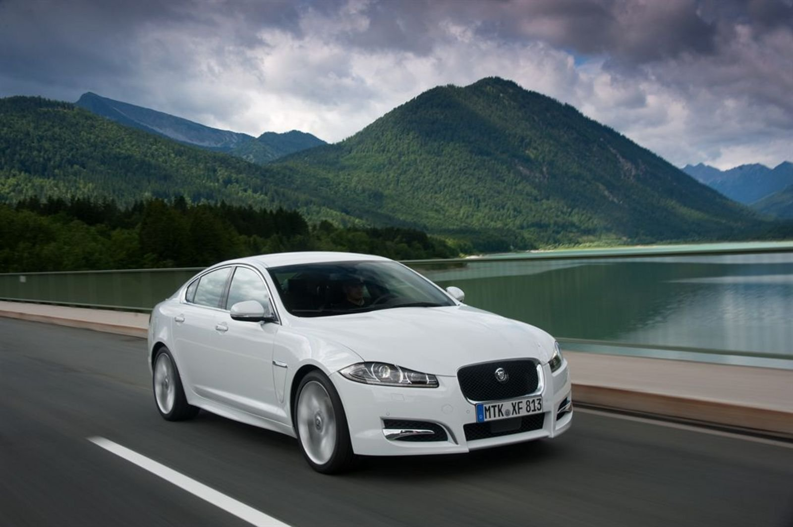 2012 jaguar xf 2 2 diesel review top speed. Black Bedroom Furniture Sets. Home Design Ideas