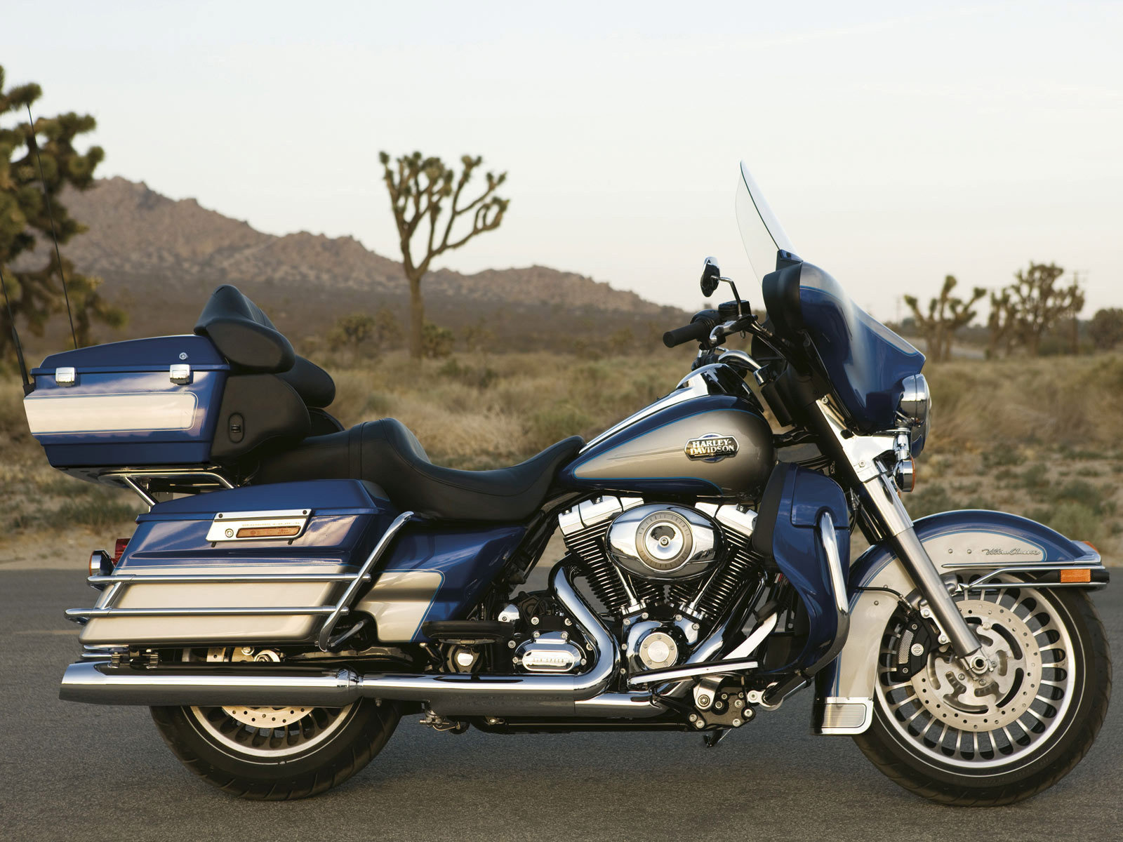 2012 harley davidson flhtcu ultra classic electra glide picture 433358 motorcycle review. Black Bedroom Furniture Sets. Home Design Ideas