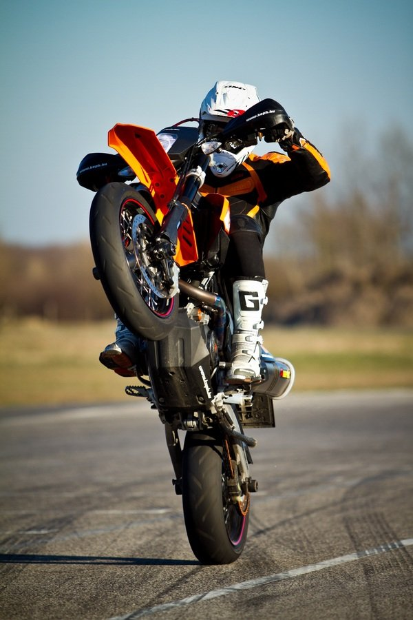 2012 ktm 690 smc r motorcycle review top speed. Black Bedroom Furniture Sets. Home Design Ideas