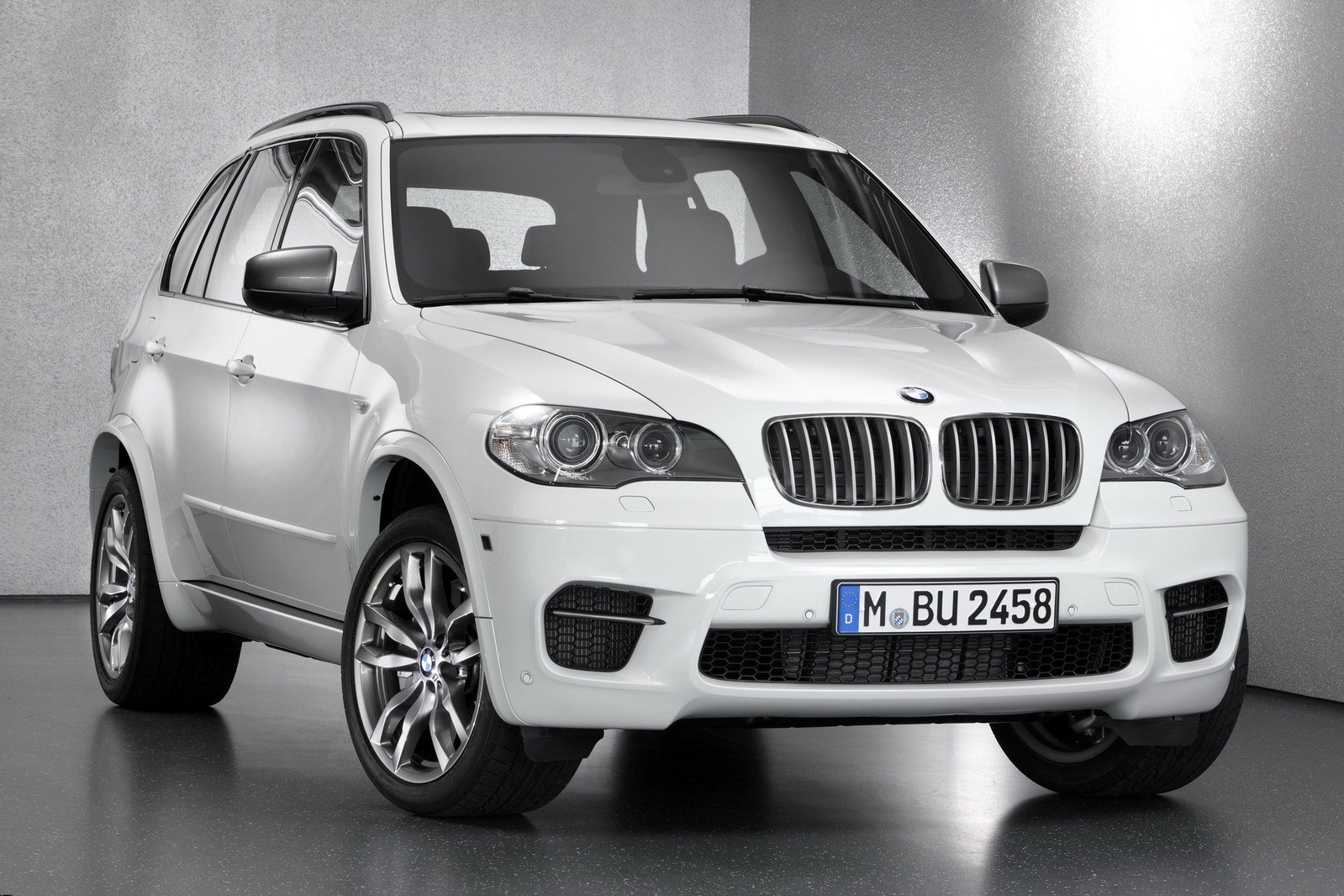 2012 bmw x5 m50d review gallery top speed. Black Bedroom Furniture Sets. Home Design Ideas