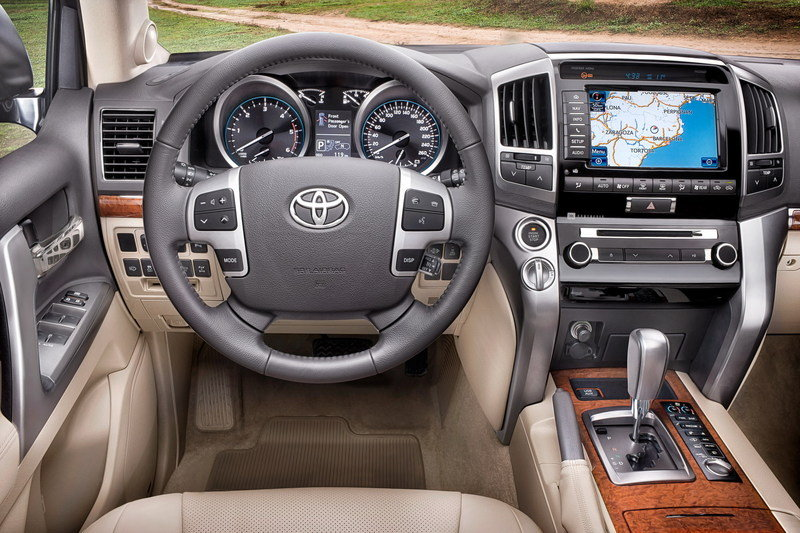 2013 Toyota Land Cruiser Interior - image 432826