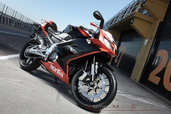 2012 aprilia rs4 125 motorcycle review top speed. Black Bedroom Furniture Sets. Home Design Ideas