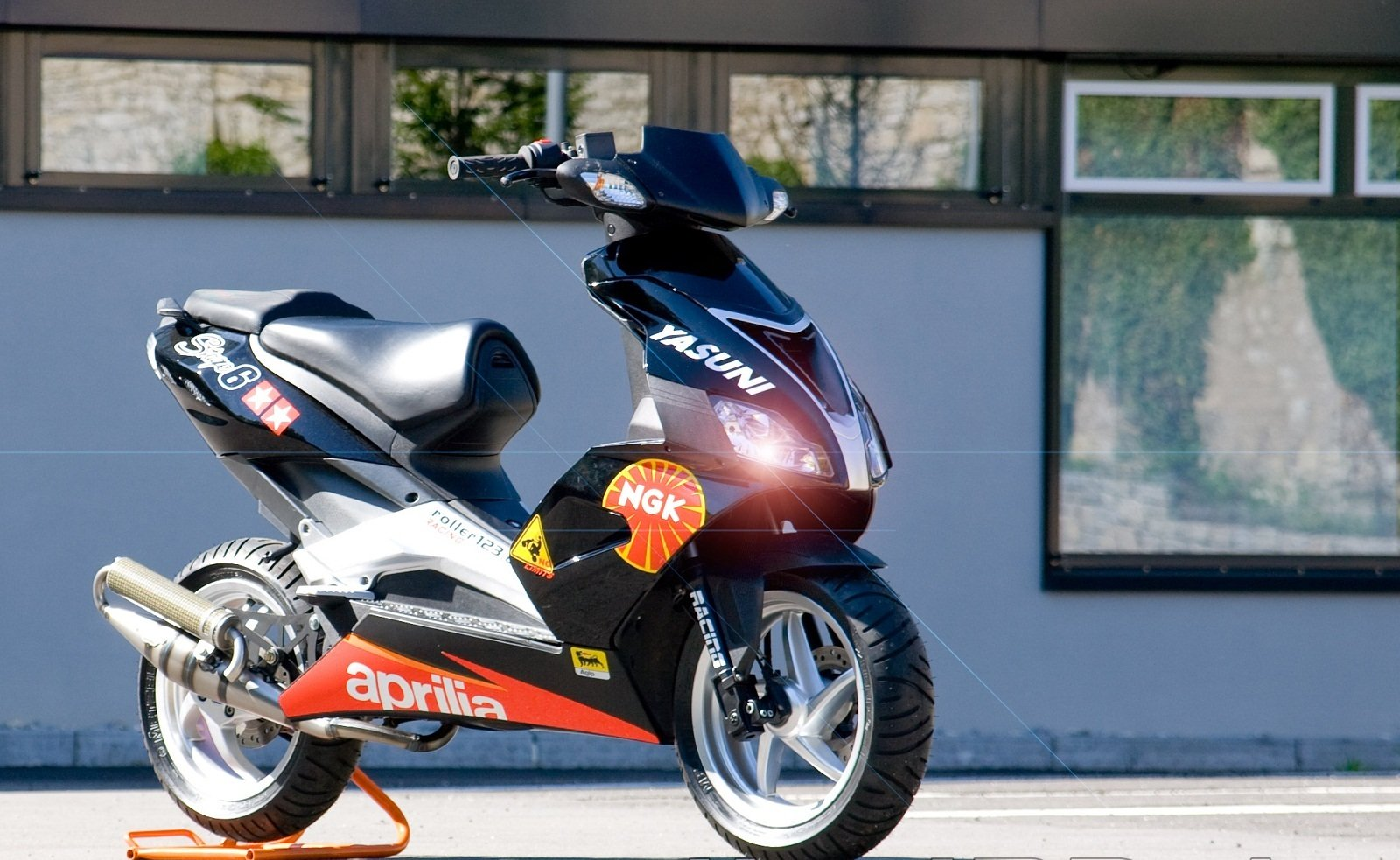 2012 aprilia sr 50 r picture 438879 motorcycle review top speed. Black Bedroom Furniture Sets. Home Design Ideas
