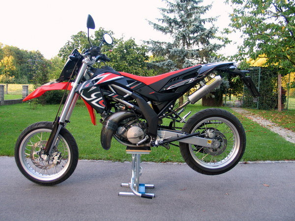 2012 aprilia sx 125 motorcycle review top speed. Black Bedroom Furniture Sets. Home Design Ideas