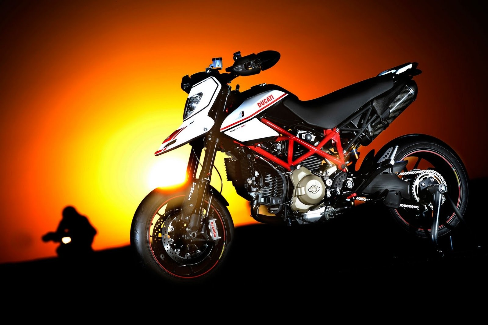 2012 ducati hypermotard 1100 evo sp review top speed. Black Bedroom Furniture Sets. Home Design Ideas