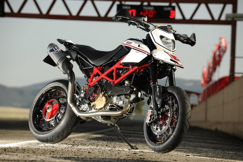 ducati hypermotard news and reviews top speed. Black Bedroom Furniture Sets. Home Design Ideas