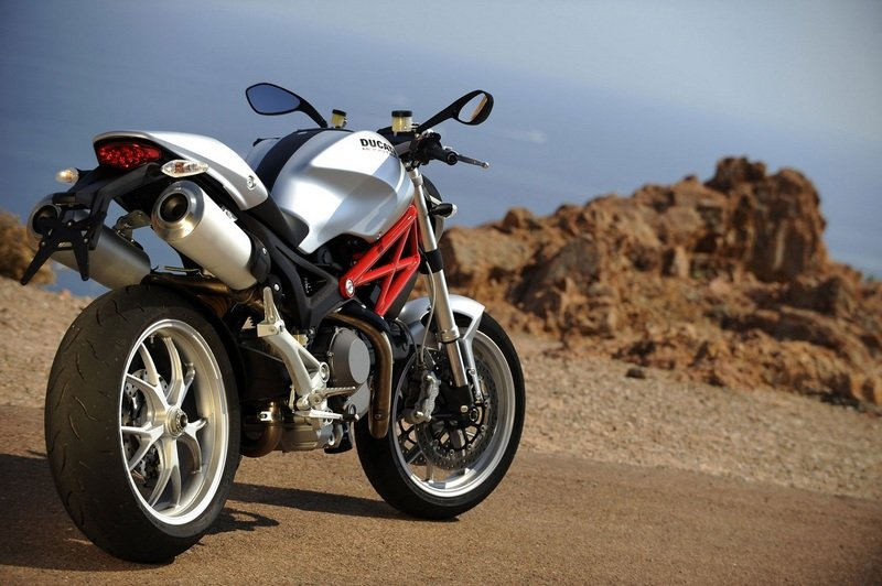 2012 Ducati Monster 696 High Resolution Exterior - image 440209