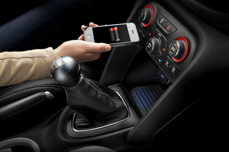2013 Dodge Dart to Feature Wireless Phone Charging Interior - image 448306