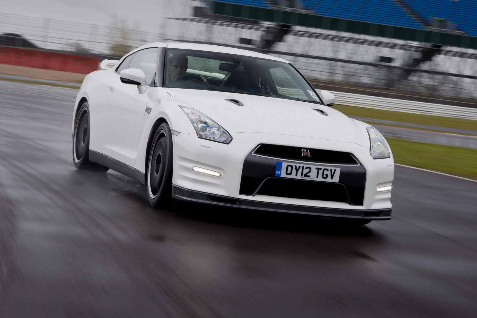 2013 nissan gt r track pack review top speed. Black Bedroom Furniture Sets. Home Design Ideas
