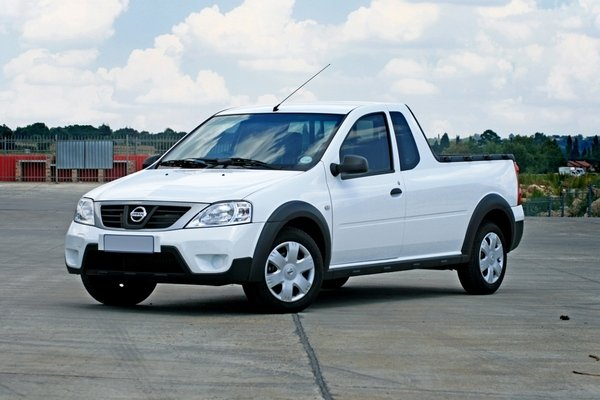 2010 Nissan NP200 | truck review @ Top Speed