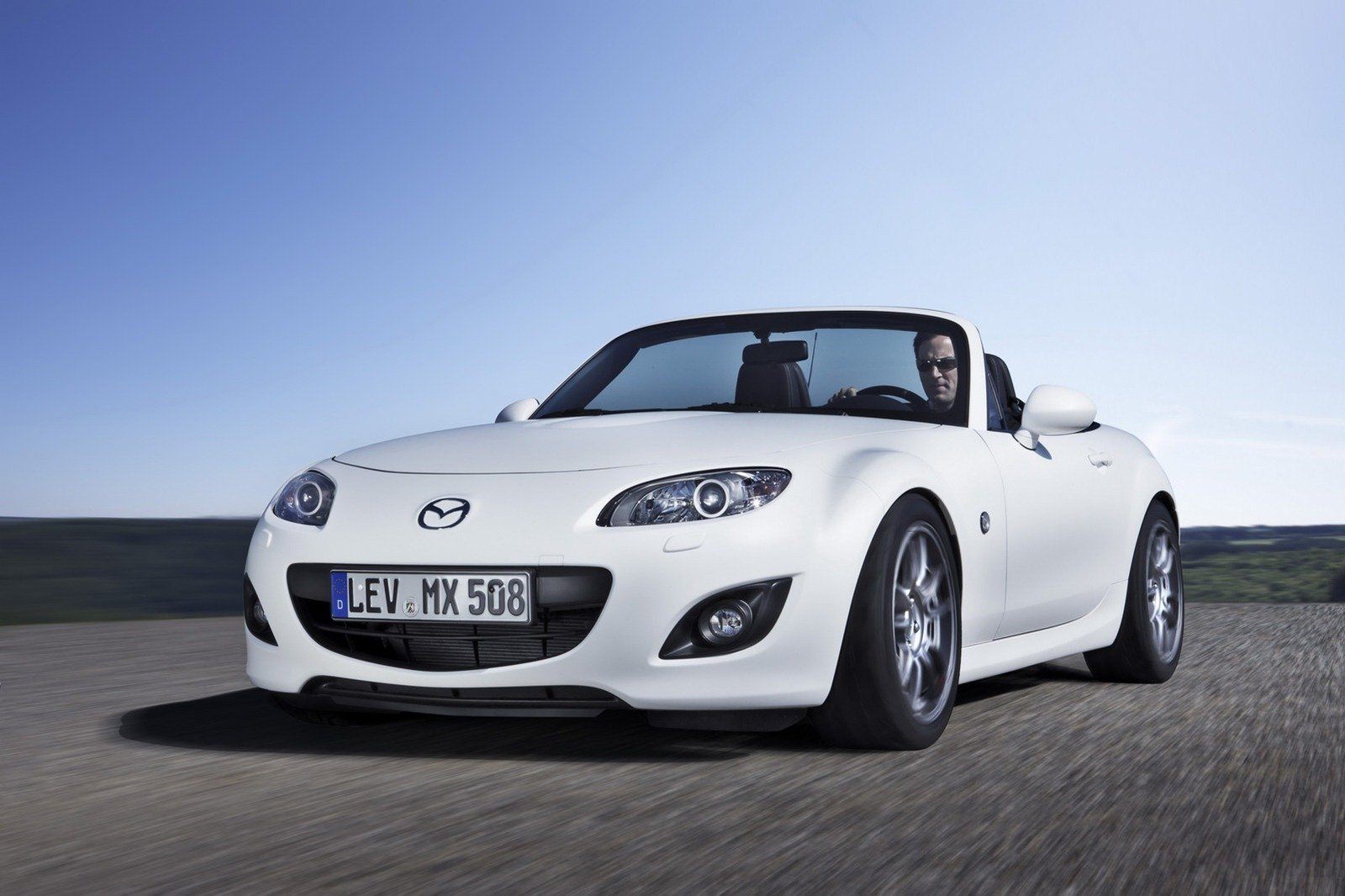 https://pictures.topspeed.com/IMG/crop/201206/2012-mazda-mx-5-yusho-con_1600x0w.jpg