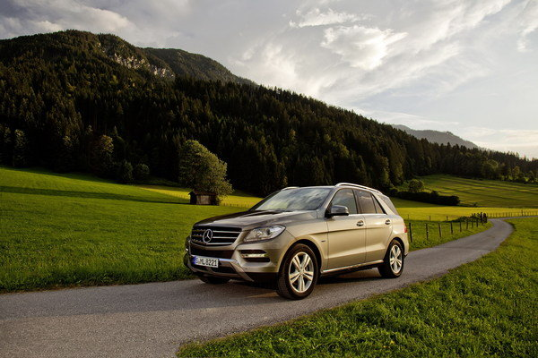 2013 mercedes ml350 bluetec 4matic 1st anniversary edition car review top speed. Black Bedroom Furniture Sets. Home Design Ideas