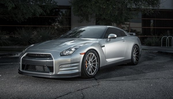 Nissan GT-R by Vivid Racing