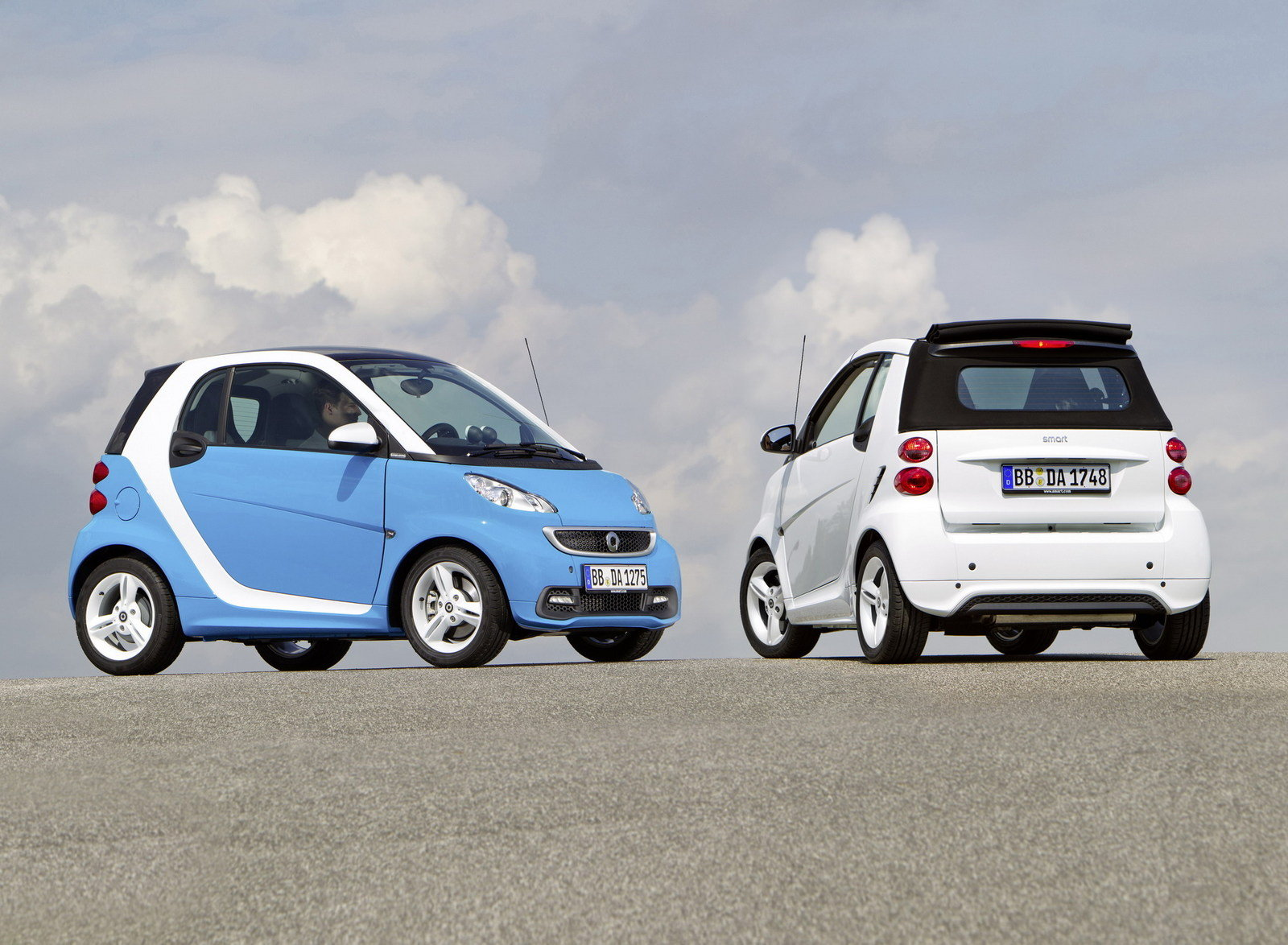 http://pictures.topspeed.com/IMG/crop/201206/smart-fortwo-iceshin-23_1600x0w.jpg