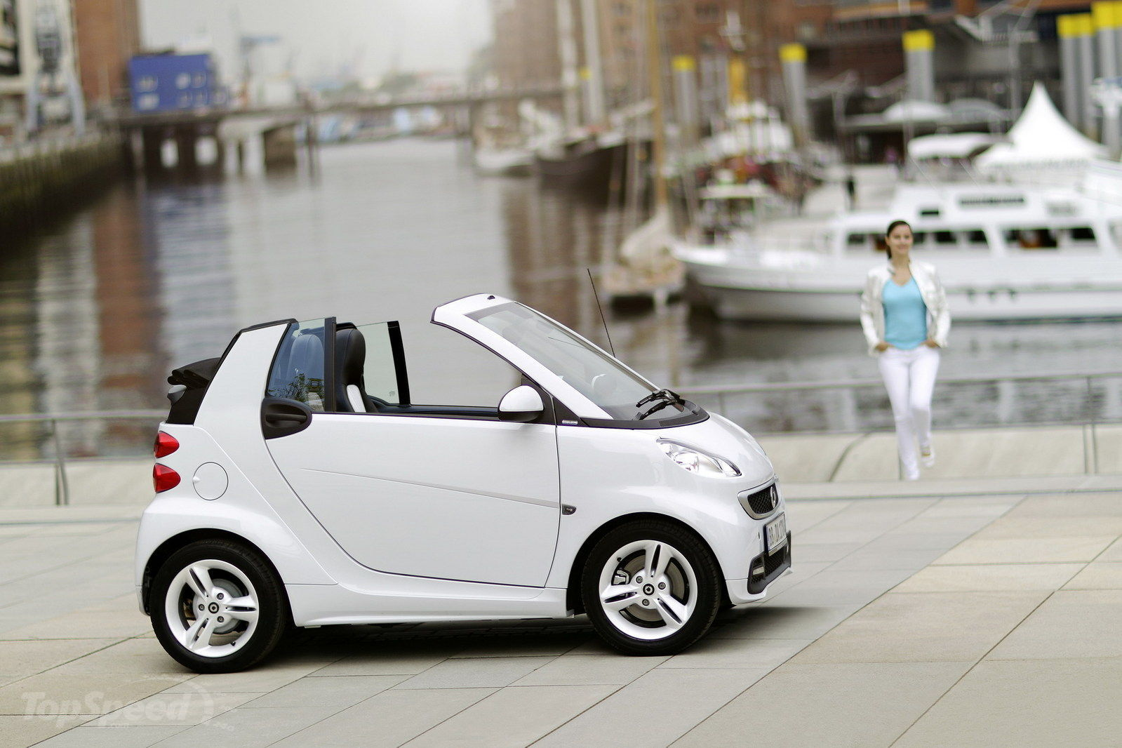 http://pictures.topspeed.com/IMG/crop/201206/smart-fortwo-iceshin-28_1600x0w.jpg