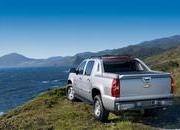 2011 Chevrolet Avalanche - image 464386