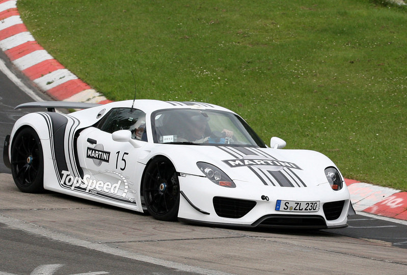 Spy Shots: New Porsche 918 Spyder caught testing