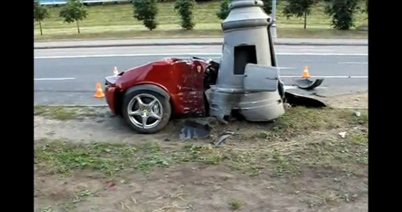 Horrific Russian crash splits Ferrari 612 Scaglietti in two