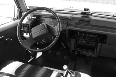 1986 - 1996 Mitsubishi Mighty Max Interior - image 470011