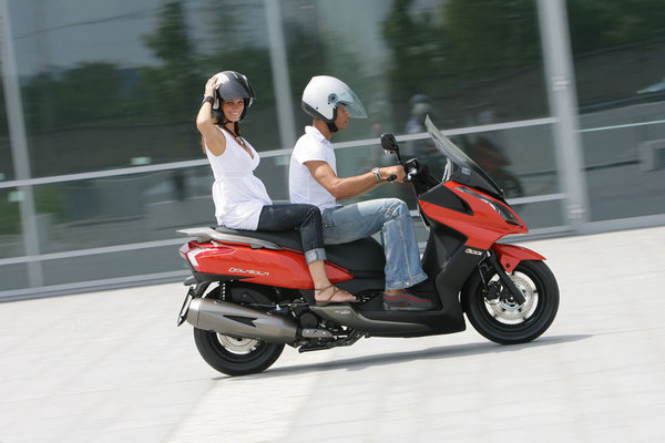 2012 kymco downtown 300i motorcycle review top speed. Black Bedroom Furniture Sets. Home Design Ideas