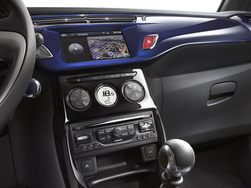 2013 Citroen DS3 Cabrio Interior - image 470759