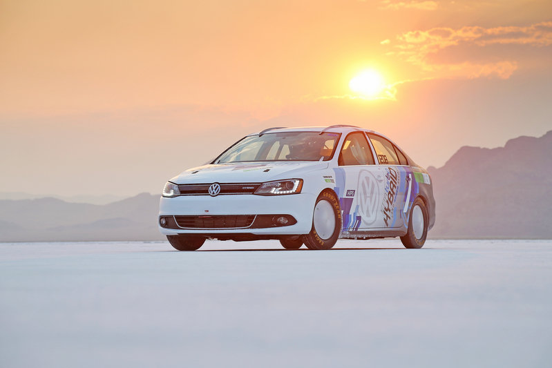 Volkswagen Jetta Hybrid achieves 185 mph world record at Bonneville