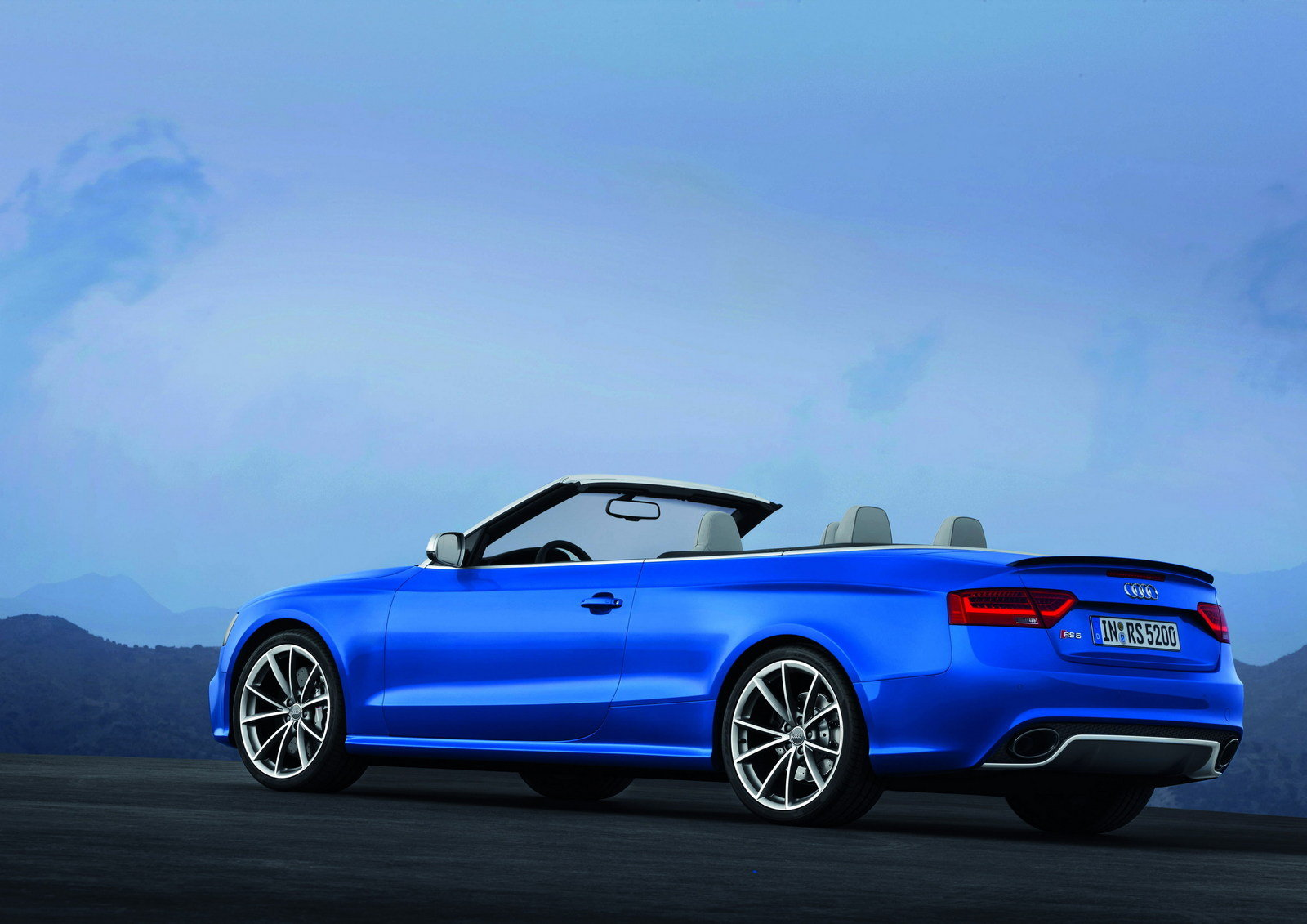2013 audi rs5 cabriolet convertible pictures from 2012 paris auto show male models picture. Black Bedroom Furniture Sets. Home Design Ideas