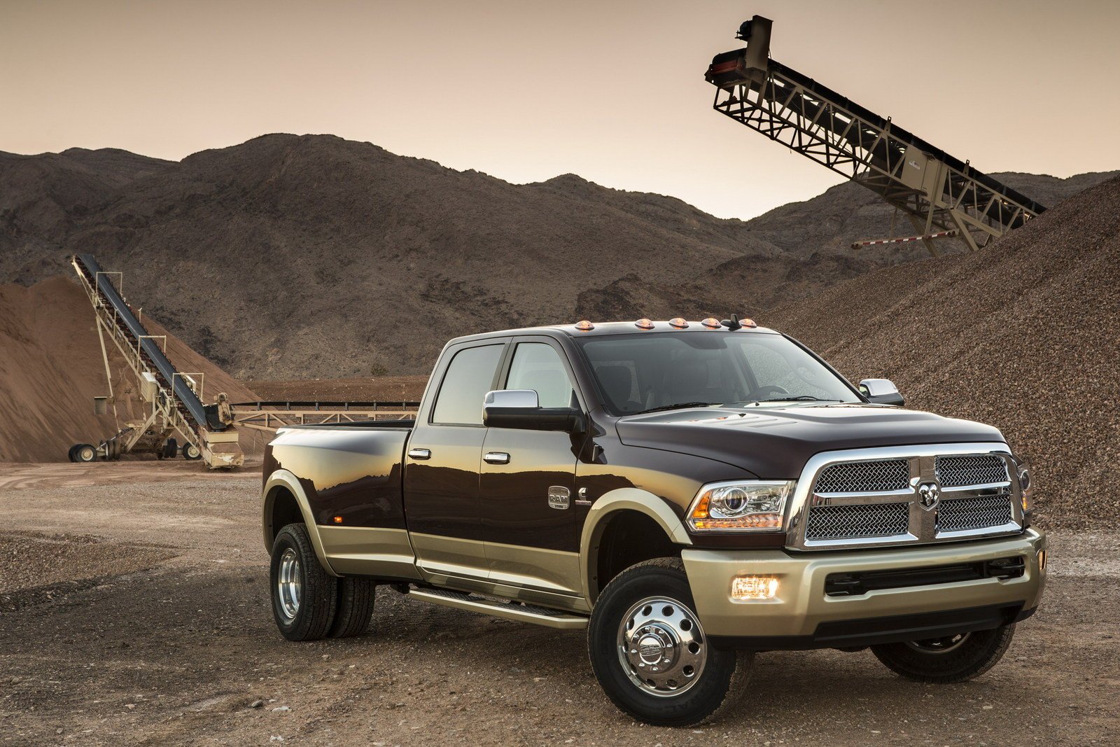 2013 ram heavy duty review top speed. Black Bedroom Furniture Sets. Home Design Ideas