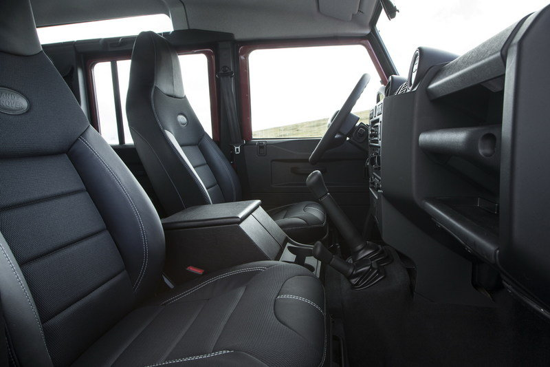 2013 Land Rover Defender Interior - image 471005
