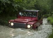 2013 Land Rover Defender - image 470990