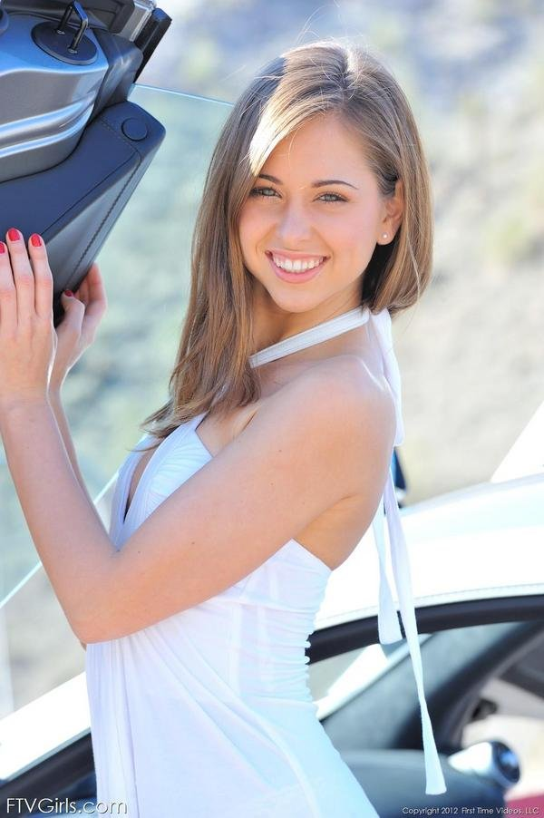 Minivans For Sale >> Sexy Model Riley Reid Poses With A Mclaren MP4-12C ...