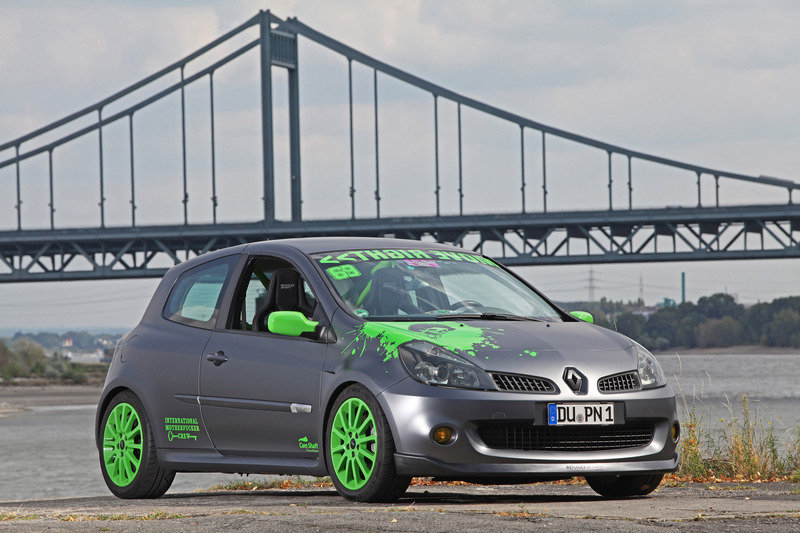 2012 Renault Clio RS by Cam Shaft
