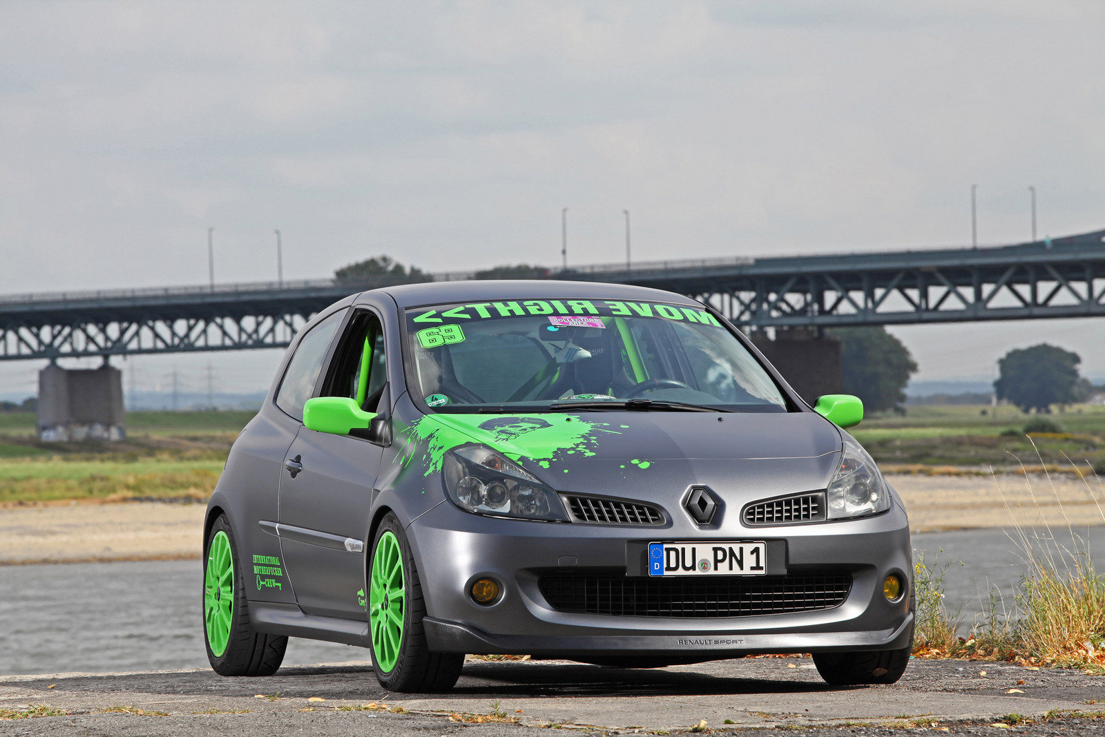 speed dating clio rs She does not arrive at your table and instead you are lead to a renault clio rs so you sign up for speed dating how racing enthusiasts speed date (video) by.