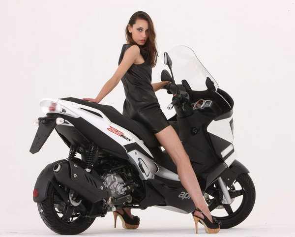 2013 aprilia sr max 125 300 motorcycle review top speed. Black Bedroom Furniture Sets. Home Design Ideas