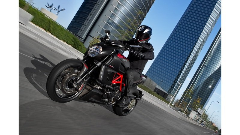 2013 Ducati Diavel Carbon High Resolution Exterior - image 481778