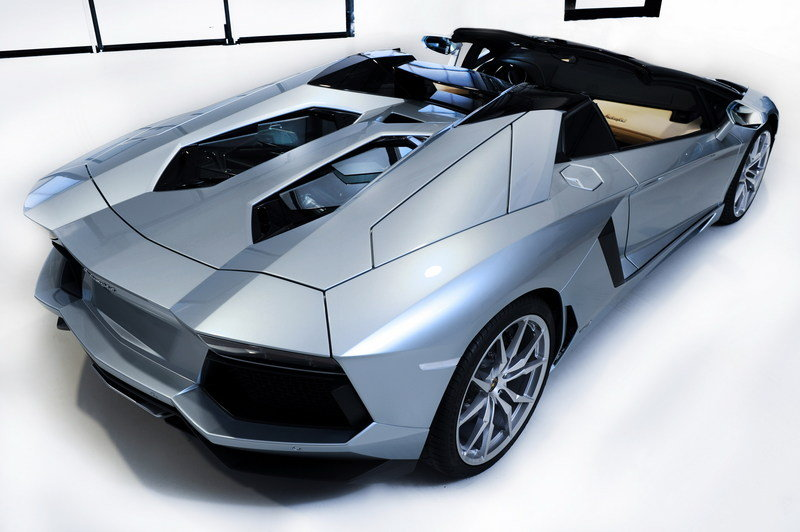 2013 Lamborghini Aventador LP700-4 Roadster High Resolution Exterior - image 481585