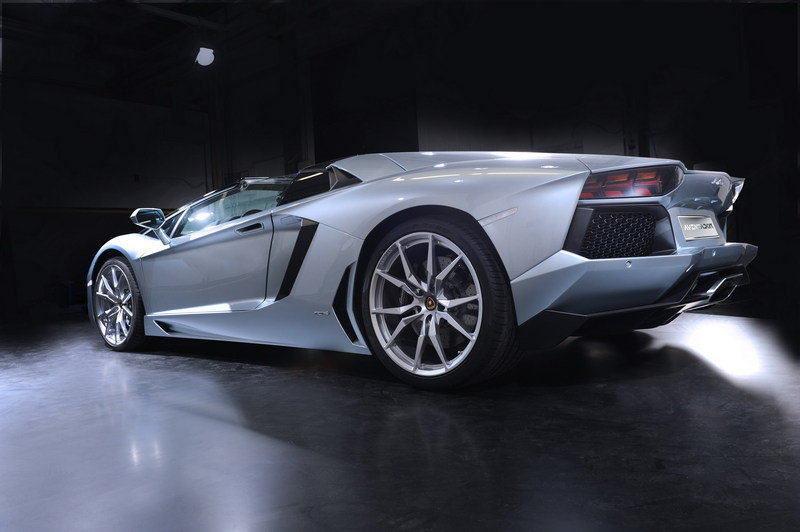 2013 Lamborghini Aventador LP700-4 Roadster High Resolution Exterior - image 481575