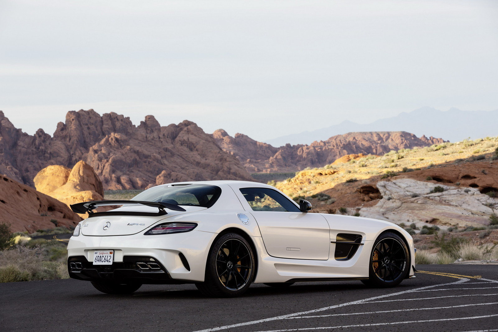 http://pictures.topspeed.com/IMG/crop/201211/2014-mercedes-sls-amg-bla-20_1600x0w.jpg
