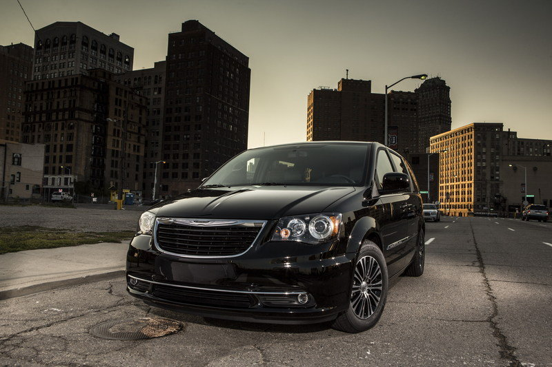 2012 chrysler town and country specs
