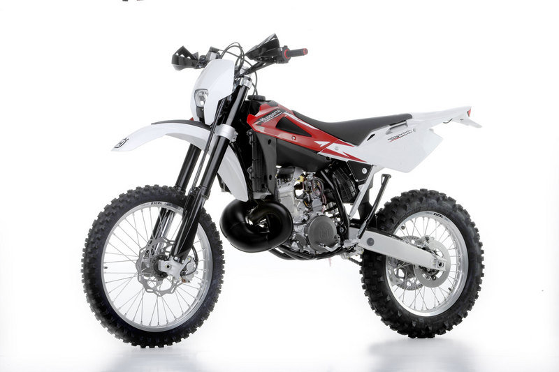 2013 Husqvarna WR 250 High Resolution Exterior - image 485626