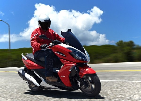 2013 kymco k xct 300i motorcycle review top speed. Black Bedroom Furniture Sets. Home Design Ideas