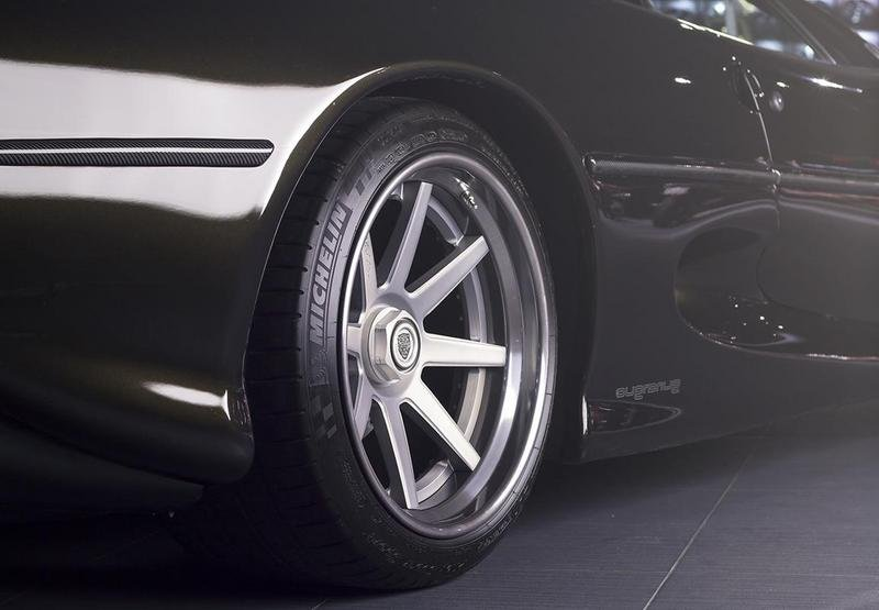 Overdrive AD Gives the Jaguar XJ220 a Modernized Look