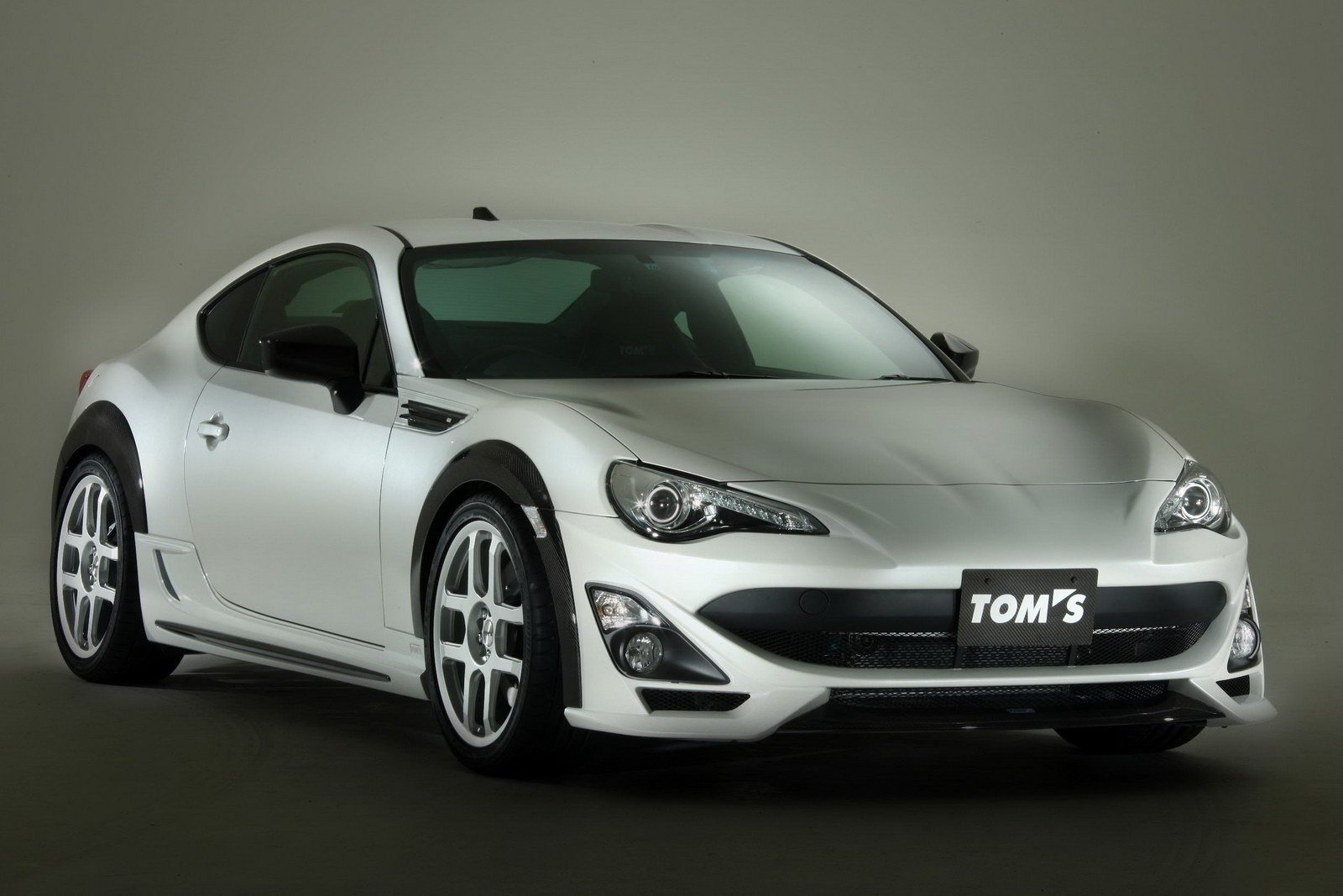 TOM'S 'N086V' GT86 Toms-gives-the-toyot_1600x0w