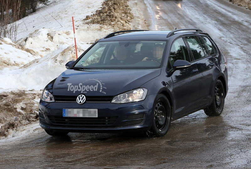 Spy Shots: Volkswagen Golf VII Variant Caught Without Camo