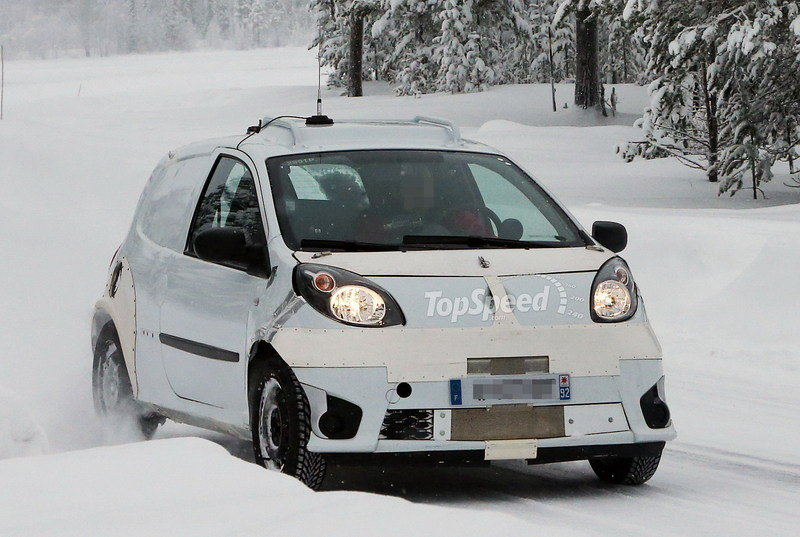 Spy Shots: Smart ForTwo and ForFour Caught in the Cold